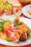 De salade van Prosciuttodi Parma Stock Afbeeldingen
