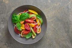 De salade van de tomaat en van de ui stock afbeeldingen