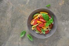 De salade van de tomaat en van de ui royalty-vrije stock afbeeldingen