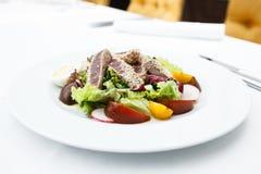 De salade van de tonijn met tomaten royalty-vrije stock afbeeldingen