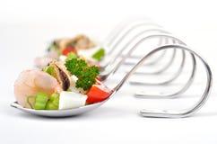 De salade van zeevruchten op lepel Stock Fotografie