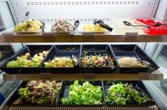 De saladebar van de zelfbediening Stock Afbeelding