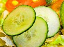 De saladeclose-up van de komkommer Stock Afbeelding