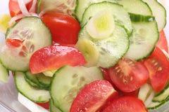 De Saladeclose-up van de komkommertomaat royalty-vrije stock fotografie