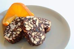 De salami van het koekje en oranje plak stock foto's