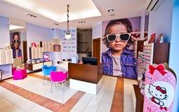 De salon van de opticien voor de glazen van kinderen Stock Foto
