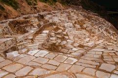 De salta minerna på Maras & x28; Salineras de Maras& x29; , Peru royaltyfria bilder