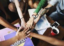 De Samenhorigheid van de mensenvriendschap assembleert Team Unity Concept Stock Foto's