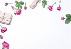 De samenstelling, patroon van rode rozen, een gift Royalty-vrije Stock Afbeeldingen