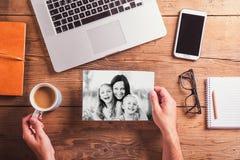 De samenstelling van de moedersdag Zwart-witte foto concept voor zaken en boekhouding woo stock fotografie
