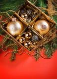 De samenstelling van Kerstmis met de decoratie van Kerstmis Stock Foto's