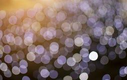 De samenvatting defocused van purper licht op oranje licht glanst achtergrond Royalty-vrije Stock Fotografie