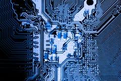 De samenvatting, sluit omhoog van Elektronische Kringen in Technologie op Mainboard-computerachtergrond stock foto