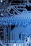 De samenvatting, sluit omhoog van Elektronische Kringen in Technologie op Mainboard-computerachtergrond stock fotografie