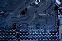De samenvatting, sluit omhoog van Elektronische Kringen in Technologie op Mainboard-computerachtergrond royalty-vrije stock fotografie