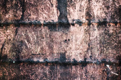 De samenvatting tastte kleurrijke roestige metaalachtergrond, roestig metaal en zonsonderganglicht in het midden aan Stock Afbeeldingen