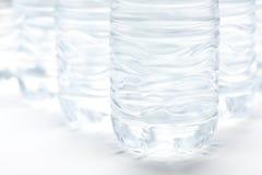 De Samenvatting van de Flessen van het water Stock Foto's