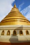 de samenvatting van Thailand Bangkok in het venster van het tempeldak Stock Foto