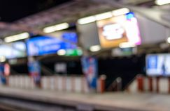 De samenvatting vertroebelde elektrohemelstation in stad Royalty-vrije Stock Foto's