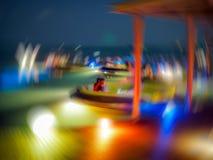 De samenvatting vertroebelde kleurrijke strandbar voor achtergrondgebruik stock afbeelding