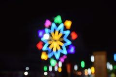 De samenvatting vertroebelde velen licht in het nachtfestival stock afbeeldingen