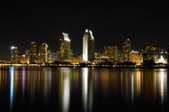 De San Diego opinión de la noche de la ciudad abajo Fotografía de archivo