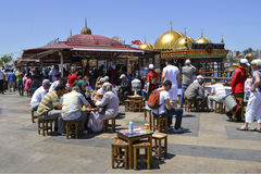 """ de sandwich†d'""""fish de signification d'ekmek de Balik une rue turque populaire Photo stock"""