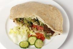 De sandwich van de Falafelzak met salade royalty-vrije stock foto