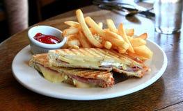 De Sandwich van de ham en van de Brie Stock Fotografie