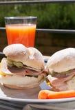De sandwich van de ham en van de kaas stock afbeeldingen