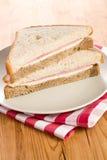 De sandwich van de ham op geruit servet Royalty-vrije Stock Afbeelding