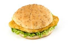 De sandwich van de kotelet met salade Stock Afbeelding