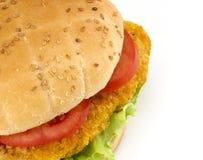 De sandwich van de kotelet met salade en tomaten Stock Foto's