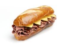 De Sandwich van het Rundvlees van het braadstuk met het Knippen van Weg royalty-vrije stock afbeelding