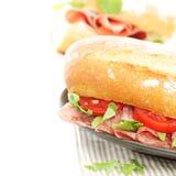 De sandwich van het snackvoedsel met salami Stock Afbeelding
