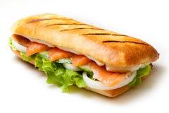 De sandwich van zalmpannini Stock Afbeelding