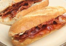 De Sandwichbroodje van baconbaguette Stock Foto's
