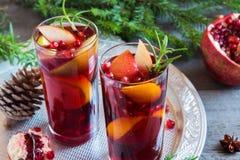 De sangria van de Kerstmisgranaatappel stock afbeeldingen