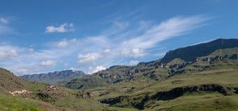De Sani-Pas, bergpas die Zuid-Afrika met Lesotho verbindt De Sani-Pas is de hoogste pas in de wereld stock foto