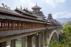 De Sanjiangwind en de Regenbrug, of roofed brug Stock Foto