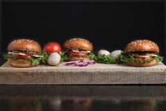 De sappige knapperige broodjes van de paddestoelhamburger, gezonde maaltijd voor vegetariër stock afbeeldingen
