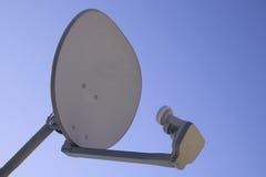 De satellietschotel van TV Stock Afbeelding
