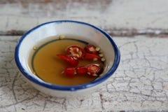De saus en de Spaanse peper van vissen stock afbeelding