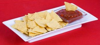 De saus van Nachos en van salsa Stock Afbeeldingen