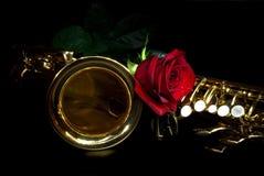 De saxofoon en nam toe Royalty-vrije Stock Foto