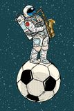 De saxofoon van astronautenspelen op een bal van het voetbalvoetbal royalty-vrije illustratie