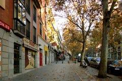 De scène van de de herfststraat in Madrid Stock Afbeeldingen