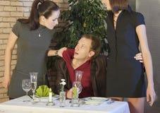 De scène van de jaloersheid in restaurant Royalty-vrije Stock Afbeeldingen