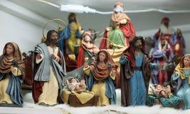 De scène van de Kerstmistrog met beeldjes stock foto