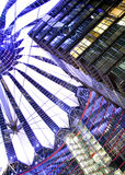 De scène van de nacht van Berlijn potsdamer platz koepel royalty-vrije stock afbeeldingen